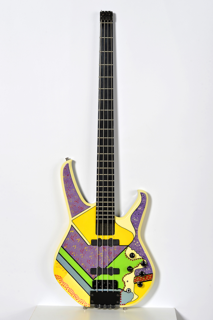 Guitare basse électrique, 2009, peinte pour le groupe Paris'Click