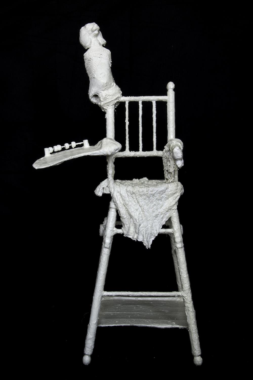 Laurence Imbert D, Voix brisée, chaise de poupée (bois, tissus divers, plâtre, acrylique)