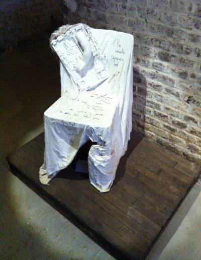 Chaise, avec un poème de Fernando Arrabal écrit par l'auteur